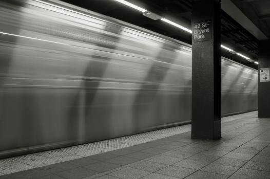 train-bw-04