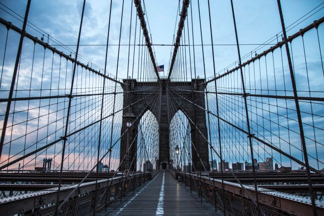 Brooklyn-Bridge-at-dawn-1